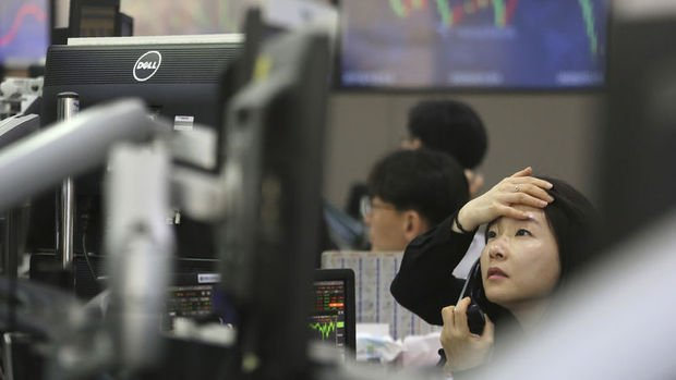 Asya borsaları artan virüs vakalarıyla geriledi.