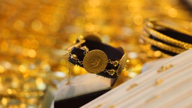 """Gram altın """"virüs korkusu"""" ile yükselerek 389,8 lira sevi..."""