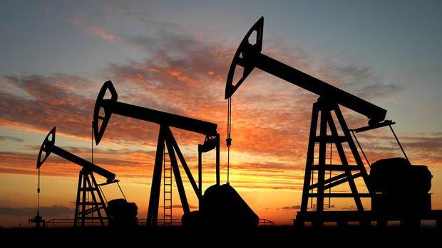Petrol virüs salgınının korkutucu rakamlara ulaşması ile düşüşünü sürdürdü