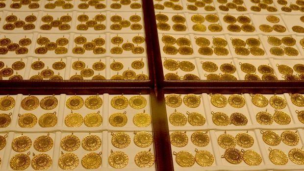Gram altın hafta ortasında hafif artışla 394 liradan işlem görüyor