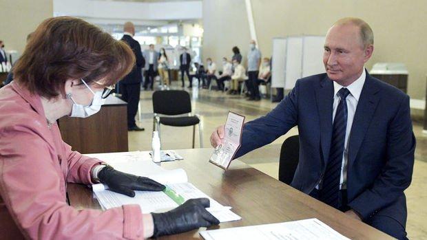 Rus kamuoyunda anayasa değişikliği referandumunun sonucu tartışma yarattı