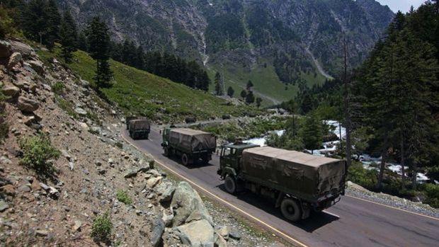 Hindistan'ın Çin ile çatışmanın yaşandığı Ladakh'taki hava üssünde hareketlilik arttı