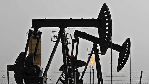 Petrol ABD'de benzin stoklarında artış beklentisi ile geriledi