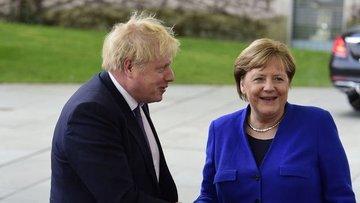 Johnson'dan Merkel'e: İngiltere ticaret anlaşmasız Brexit...