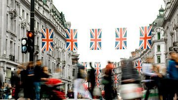 """İngiltere Maliye Bakanı Sunak """"teşvik paketi"""" açıkladı"""