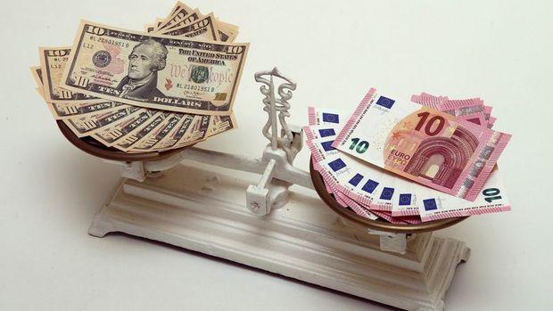 """Euro """"teşvik"""" beklentileriyle dolar karşısında 4 ayın zirvesini gördü"""