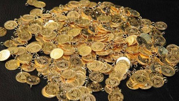 Gram altın hafif artışla 438 lira seviyelerinde işlem gör...