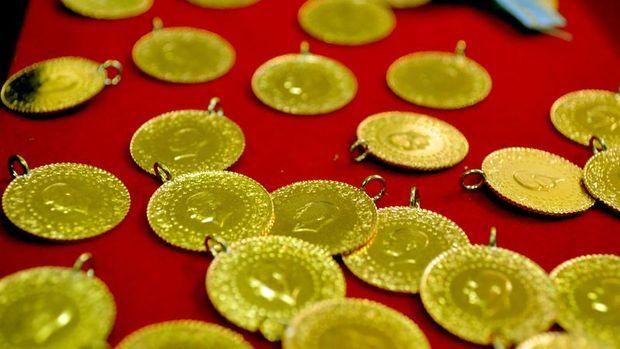 Gram altın ons fiyatına paralel hafif düştü