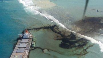 Morityus açıklarındaki petrol sızıntısının yarısı tahliye...