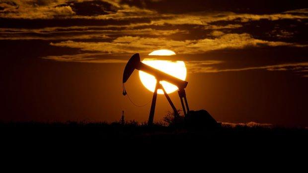 Petrol karamsar talep görünümüyle 5 ayın zirvesinden geriledi