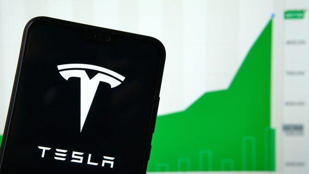 Tesla hisseleri 2 bin doları aştı, piyasa değeri Walmart'ın üzerinde