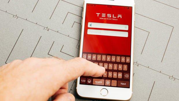 Apple ve Tesla'nın hisse bölünmeleri güçlü alım getirdi
