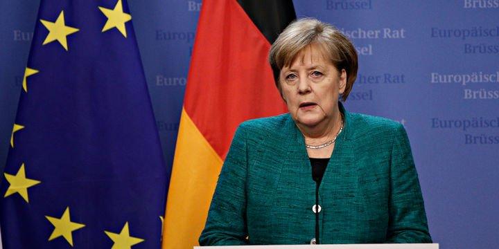 """Merkel """"boru hattı projesinin iptali"""" konusunda artan baskılarla karşı karşıya"""