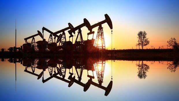 Petrol stokların artmasıyla yeniden düşüşe geçti