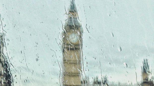 İngiltere Temmuz ayında güçlü toparlanma kaydetti, fakat belirsizlikler sürüyor
