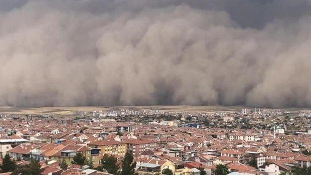 Ankara'da etkili olan kum fırtınasında 6 kişi hafif yaralandı