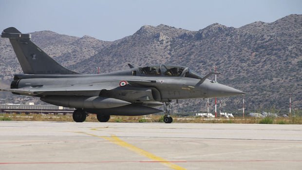Yunanistan Fransa'dan 18 Rafale tipi savaş uçağı satın alacak