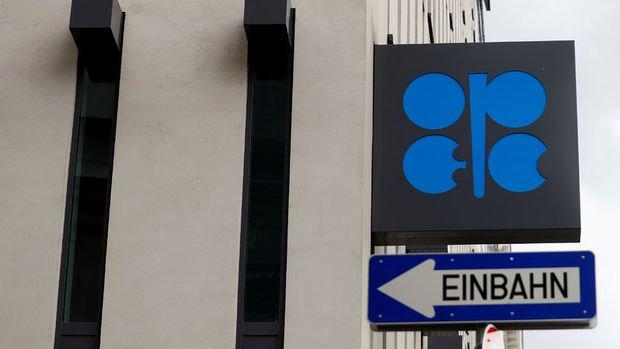 OPEC zayıf talep ve güçlü arz ile petrolde görünümünü düşürdü