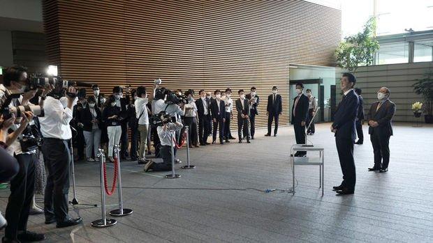 Japonya'da Suga'nın başbakanlığı üstlenmesi öncesi Abe kabinesi istifa etti