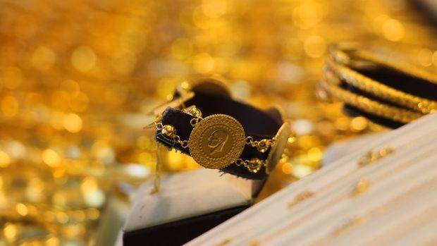 "Gram altın ""ons""a paralel düşüşle 471 lira seviyelerinde"