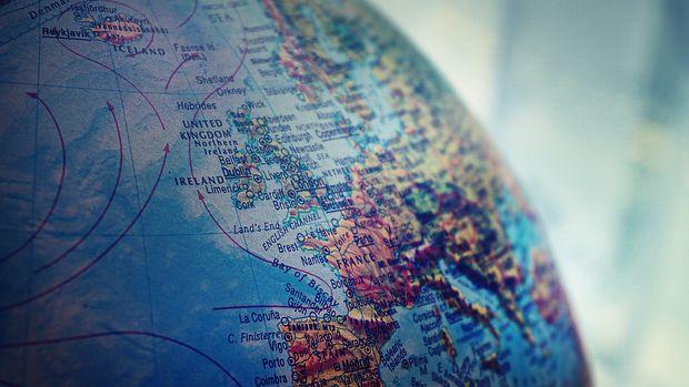 Euro Bölgesi'nde ekonomik toparlanma vaka sayılarındaki artışla hız kesti
