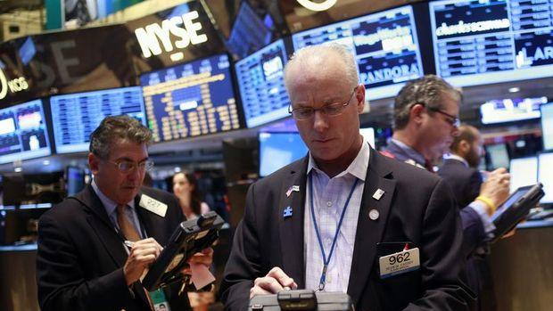 Küresel Piyasalar: Hisseler yükseldi, altın 1,900 doların altına indi