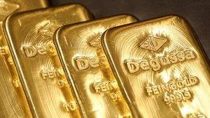 Altın güçlü dolar ile 4 yılın en kötü aylık performansına...