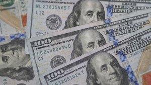 """Dolar """"teşvik sinyalleri"""" ile önemli paralar karşısında g..."""