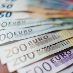 EURO BÖLGESİ'NDE NAKİT FAZLASI İLK KEZ 3 TRİLYON EUROYU AŞTI