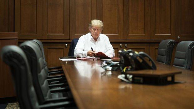 Trump'ın doktorları Başkan'ın pazartesi taburcu olabileceğini söyledi