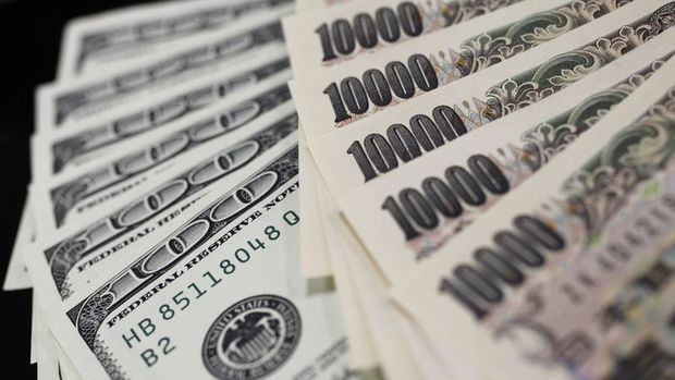 Yen teşvik kördüğümü ile yükseldi, dolar 2 günlük yükselişine ara verdi