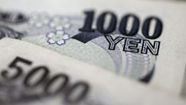Yen Kovid kaynaklı güvenli varlık talebiyle yükseldi, dolar değişmedi
