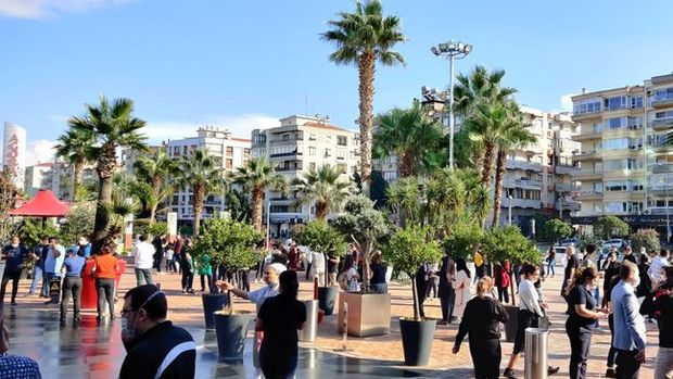 İzmir'de 6,6 büyüklüğünde deprem meydana geldi