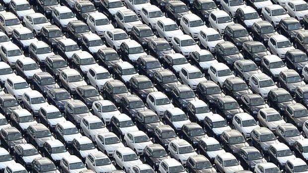 Avrupa'da otomobil satışları virüs kısıtlamalarıyla düştü