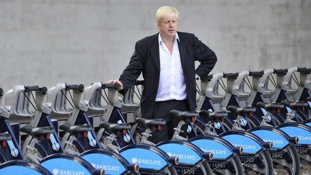 İngiltere benzinli arabaları 2030 yılında yasaklayacak