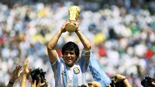 Efsane futbolcu Diego Armando Maradona hayatını kaybetti