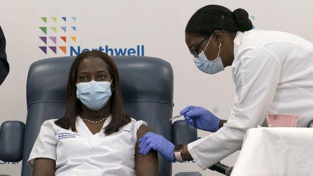 ABD'de ilk Kovid-19 aşısı New York'ta bir hemşireye yapıldı