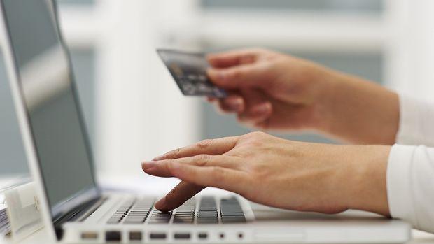 Online alışverişin yoğun ayında internetten kartlı ödeme tutarı % 54 arttı