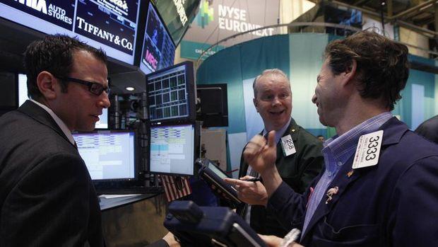 Hisseler teşvik umutlarıyla yükseldi, dolar geriledi