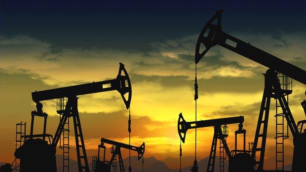 Petrol Ekim ayından sonra ilk haftalık kaybına doğru ilerliyor