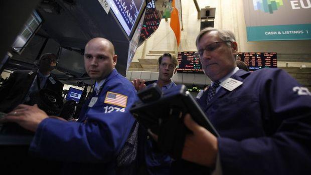 Asya hisseleri yükseldi, dolar 2 buçuk yılın düşüğünde