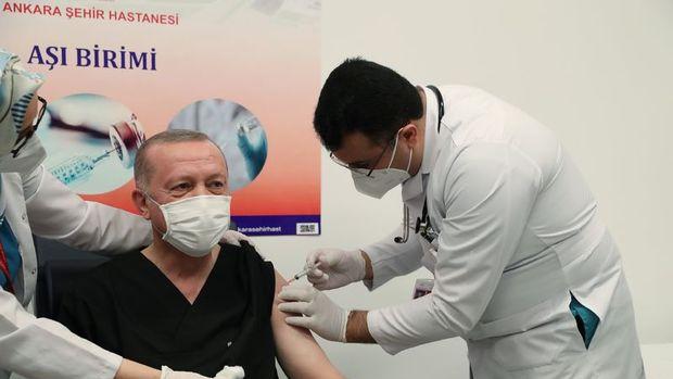 Cumhurbaşkanı Erdoğan, Kovid-19 aşısı yaptırdı