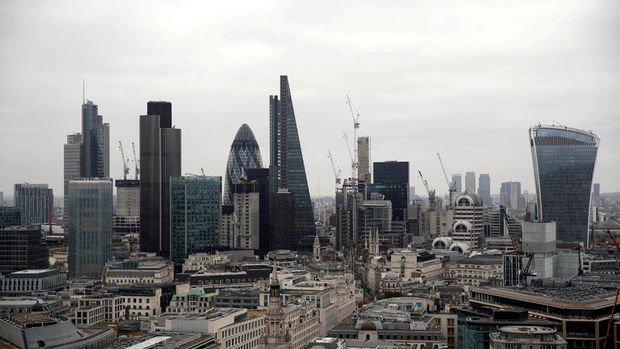 İngiltere ekonomisinde çift dipli resesyon riski azaldı