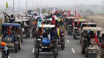 Hindistan'da çiftçiler 12 bin traktörle protesto gösteris...