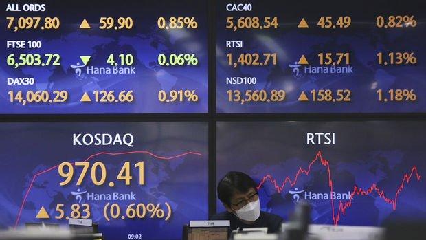 Asya'da hisseler ABD'deki rekor yükselişi takip etti