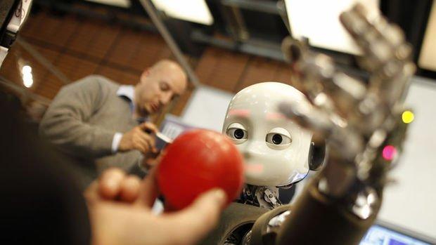 """""""Bugün imalat sektörü hızla makineleşiyorsa, bunun sebebi tüketicidir"""""""