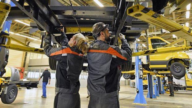 Almanya fabrika siparişleri beklentileri aştı