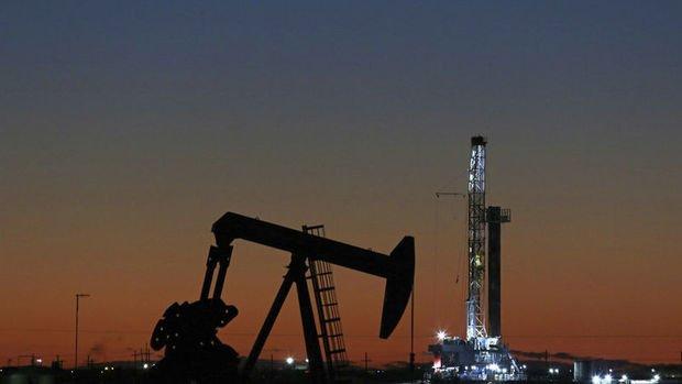 Petrol bir yıldan fazla sürenin en uzun düşüş trendinde
