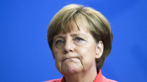 Merkel: Paskalya Bayramı kararı bir hataydı