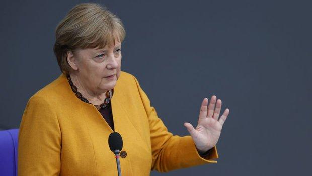 Merkel: Türkiye D. Akdeniz'de gerilimi düşürme sinyalleri veriyor